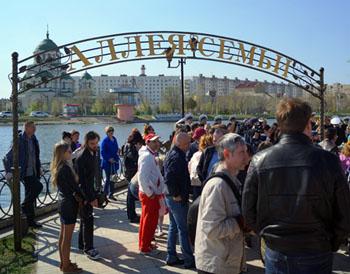 Почему Аллея семьи в Астрахани наводит грусть и тоску