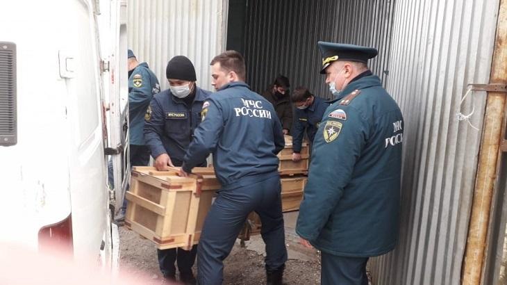 Железнодорожники передали астраханским спасателям защитные костюмы