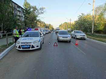 В Астрахани восьмилетний ребенок попал под колеса автомобиля