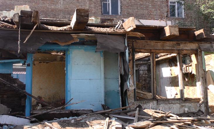 В Астрахани сносят ветхие дома