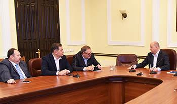 Олег Полумордвинов подтвердил, что в Астрахани отремонтируют 40 км дорог