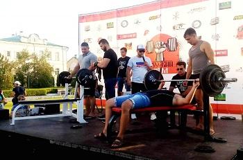 Офицер астраханской Росгвардии стал призером фестиваля «Русский жим»