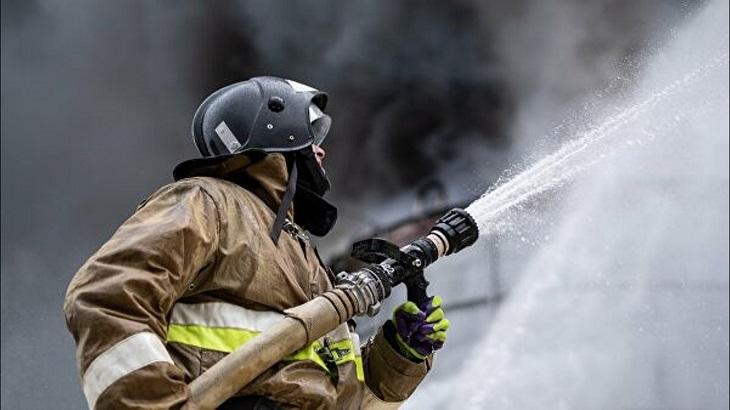 В Астрахани загорелось общежитие