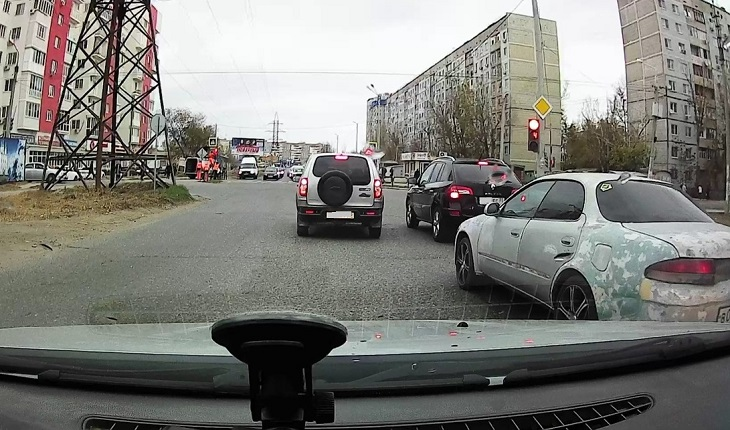 В Астрахани заработал долгожданный светофор