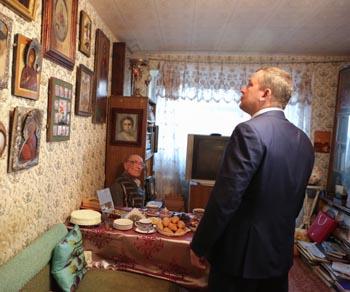 Врио губернатора Сергей Морозов встретился с писателем Александром Марковым