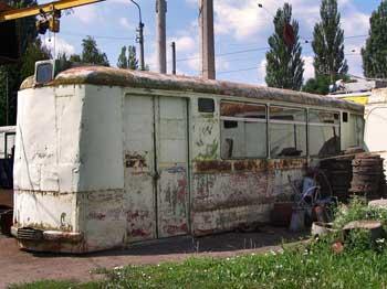 Рачительный председатель садового товарищества загнал на металлолом чужой трамвайный вагон, переделанный под бытовку