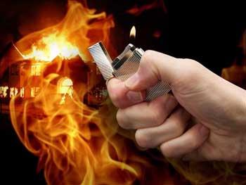 В Астрахани неизвестный 2 раза пытался устроить поджог на углу Псковской и Лычманова