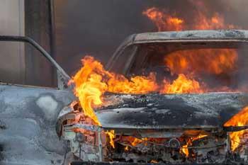 На Ахшарумова ночью горел автомобиль