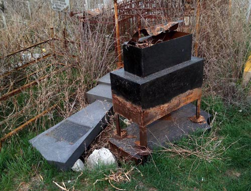 Вандалы орудуют на двух кладбищах Астрахани