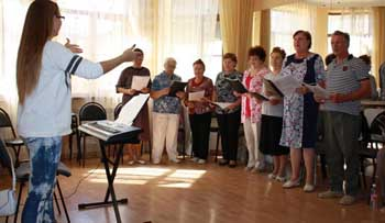 Трусовские пенсионеры активно запели