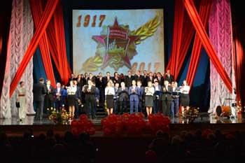 Астраханцы отпраздновали 100-летие Октябрьской революции