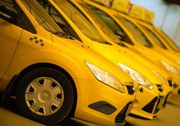 Администрация Кировского района Астрахани потратит 45 тысяч рублей на такси