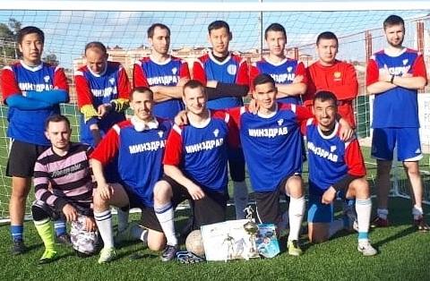 Астраханские врачи стали играть в футбол и завоевали бронзу в открытом Кубке Юга России