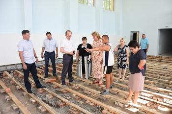 Депутаты гордумы проверили готовность школ к учебному году