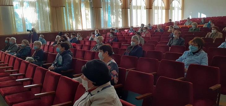 Солисты Астраханского театра оперы и балета выступили перед пенсионерами