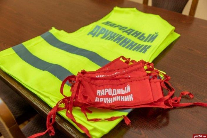 Народные дружинники информируют и охраняют астраханцев