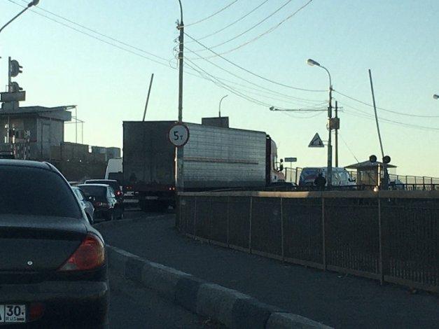 Астраханские мосты через Волгу «стоят»
