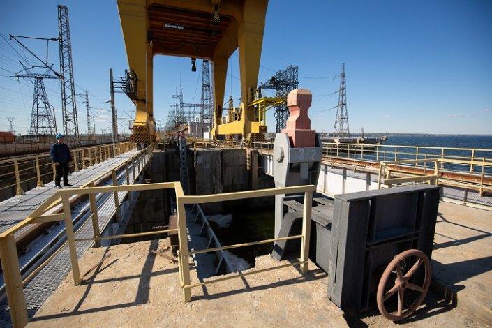 Осенний паводок в Астраханской области окончен, Волжская ГЭС закрыла затворы