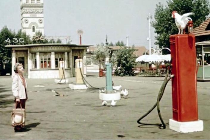 Астраханские приставы закрыли две автозаправки
