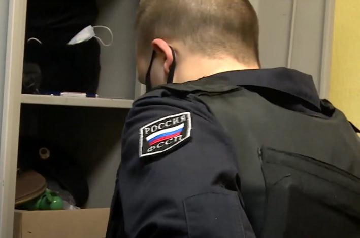 Астраханский пристав пошел под суд за превышение должностных полномочий