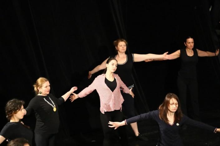 Сцена астраханского драмтеатра превратилась в хореографический класс