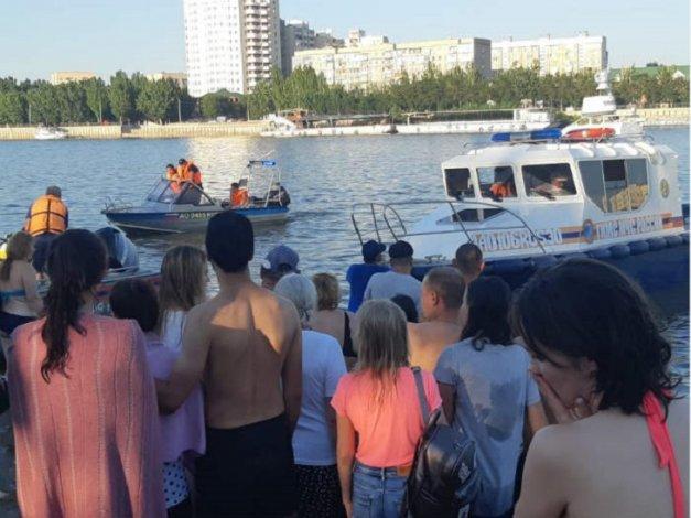 В субботу на городском пляже Астрахани утонул мужчина