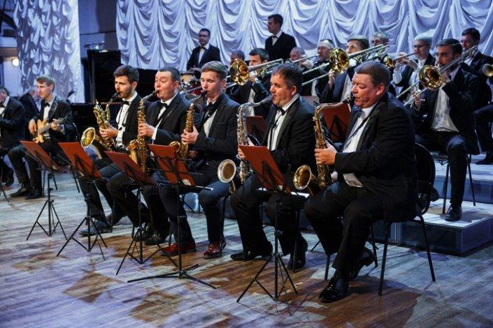 Астраханцев порадуют осенним джазом