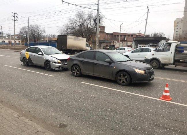 Неопытный таксист стал виновником ДТП в Астрахани