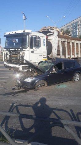 Трое пострадали в ДТП на оживленном перекрестке в Астрахани