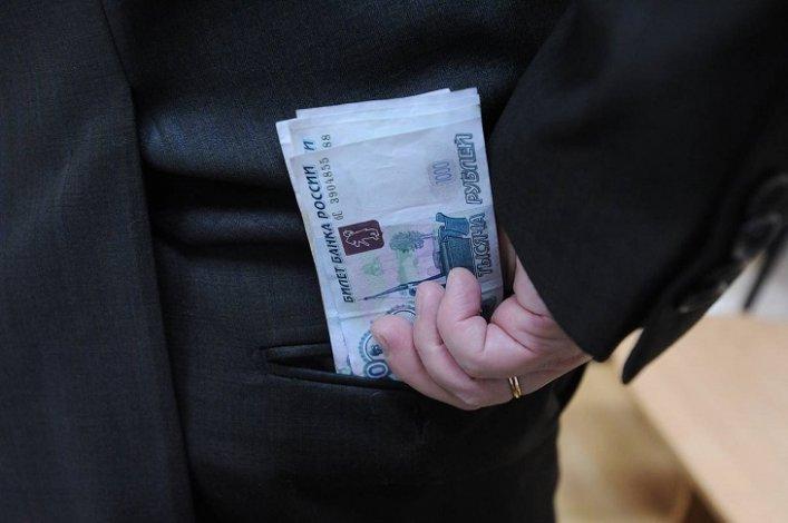 В одной из школ Астрахани действовали мошеннические схемы