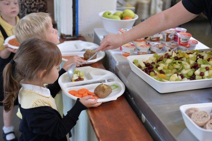 Астраханской области выделят миллионы рублей на питание и медицину