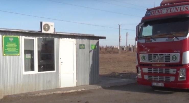Из Казахстана в Астрахань пытались ввезти 280 тонн немаркированной еды