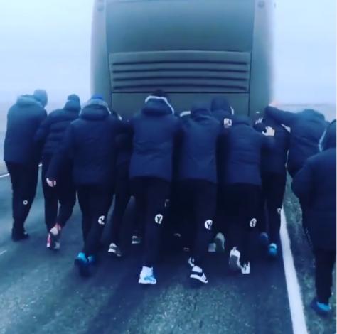Астраханские гандболисты готовятся к матчу после инцидента с автобусом