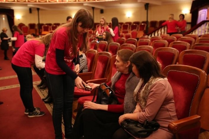 В астраханском драмтеатре впервые состоялся спектакль с тифлокомментариями