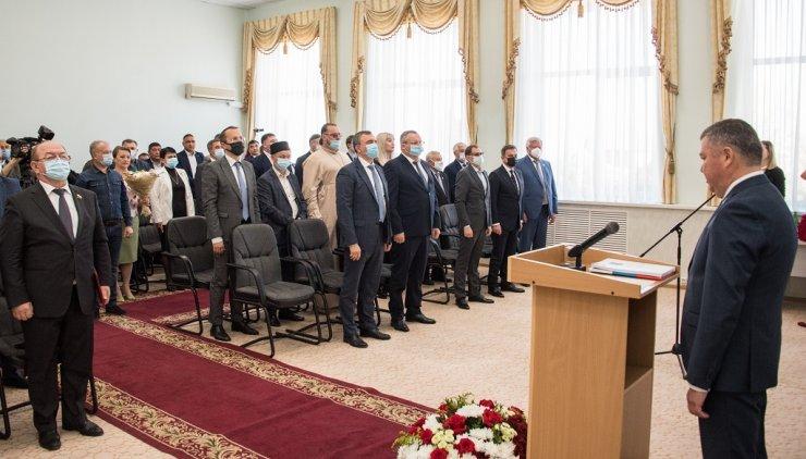 Игорь Мартынов поздравил Руслана Бисенова с вступлением в должность главы Красноярского района