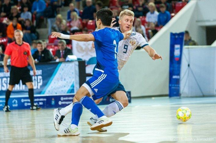 Футболисты соревнуются в Астрахани за Кубок Каспия