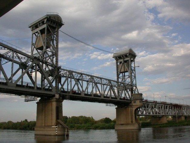 Старый мост в Астрахани в пятницу будет работать в особом режиме