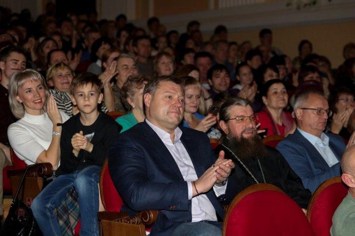 На выступление казачьего коллектива в Астрахани пришёл губернатор