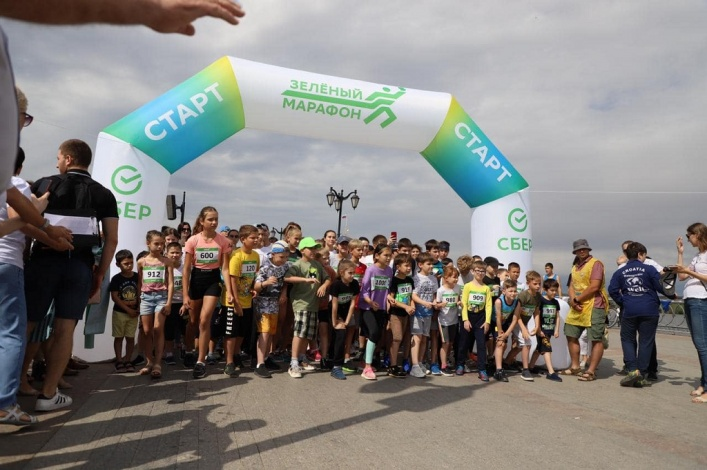 Полторы тысячи астраханцев пробежали «Зелёный марафон»