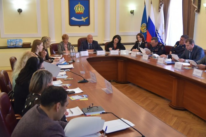 В администрации Астрахани подвели итоги работы по борьбе с запрещенными веществами