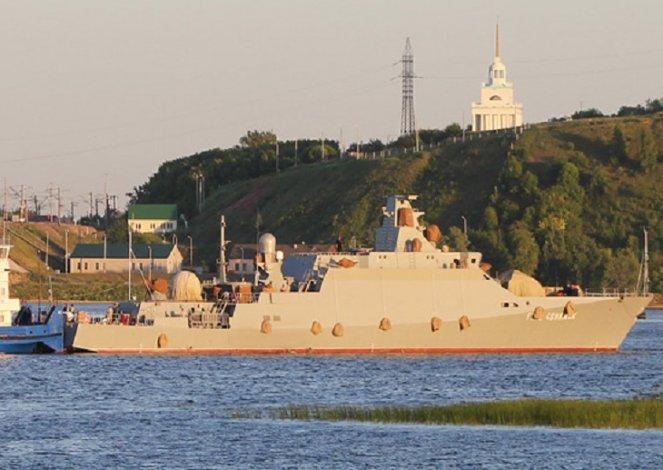 Каспийская флотилия проводит масштабные учения