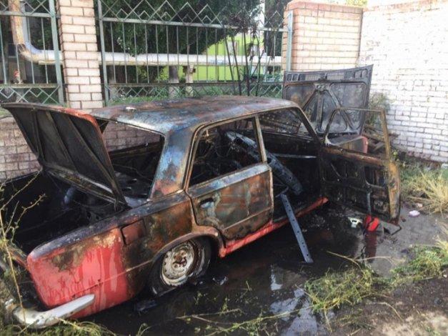 Два авто сгорело за день в Астраханской области