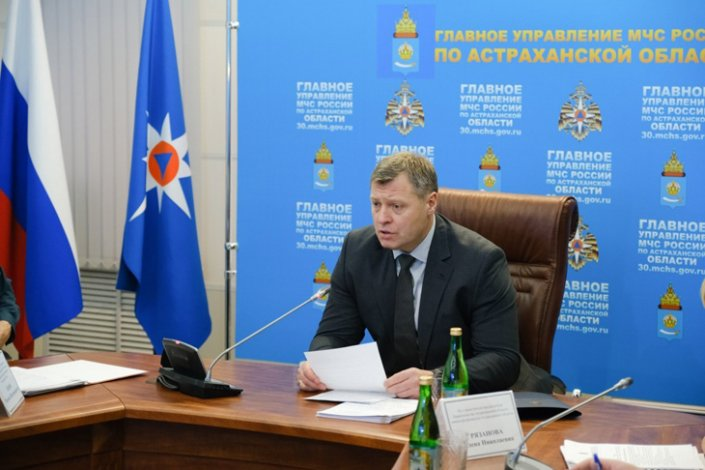 Астраханский губернатор обсудил зимние дороги и переправы
