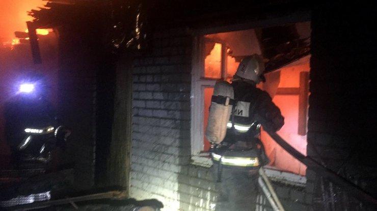 На пожаре под Астраханью спасены шесть человек