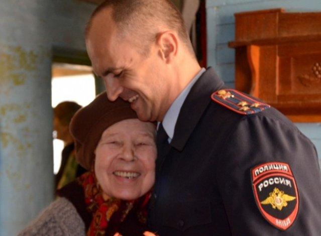 Астраханская сотрудница МВД отметила 90-летний юбилей