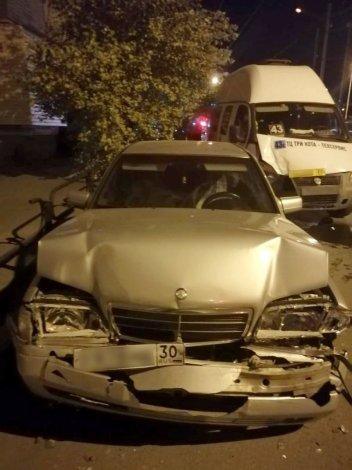 В центре Астрахани шесть пассажиров маршрутки пострадали в ДТП