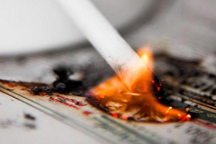 В Астрахани по вине курильщика вспыхнул пожар