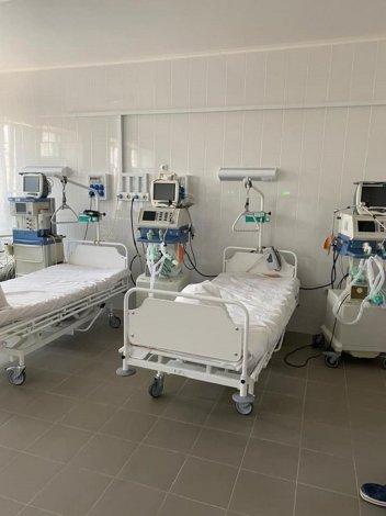 В больницах Астрахани пять пациентов подключены к ИВЛ