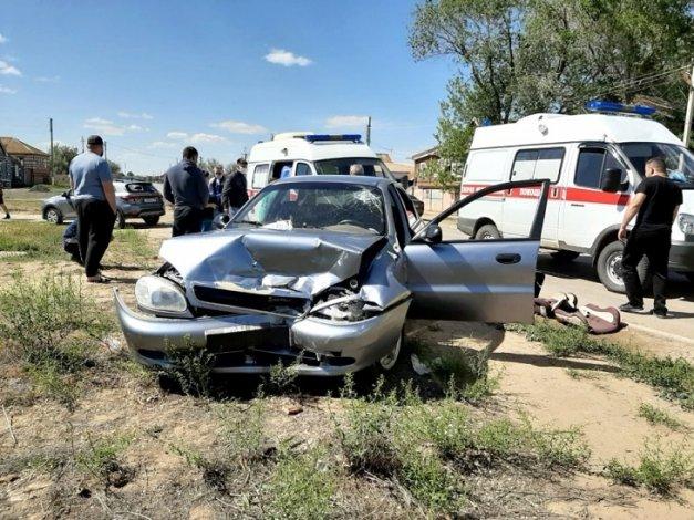 В ДТП под Астраханью пострадали две женщины и трое детей
