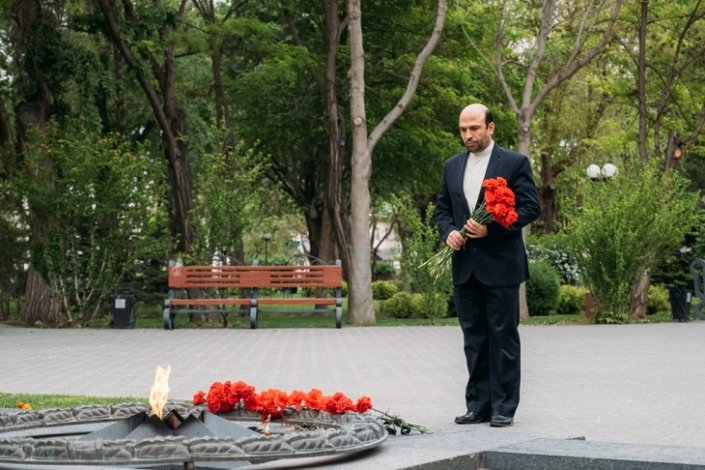 В Астрахани иностранные дипломаты возложили цветы к мемориалу